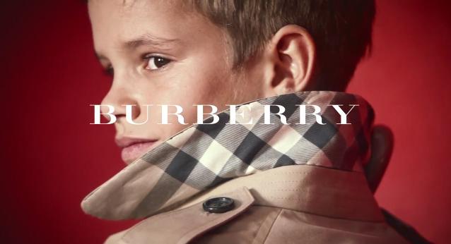 Romeo beckham dans une publicité pour burberry 2013