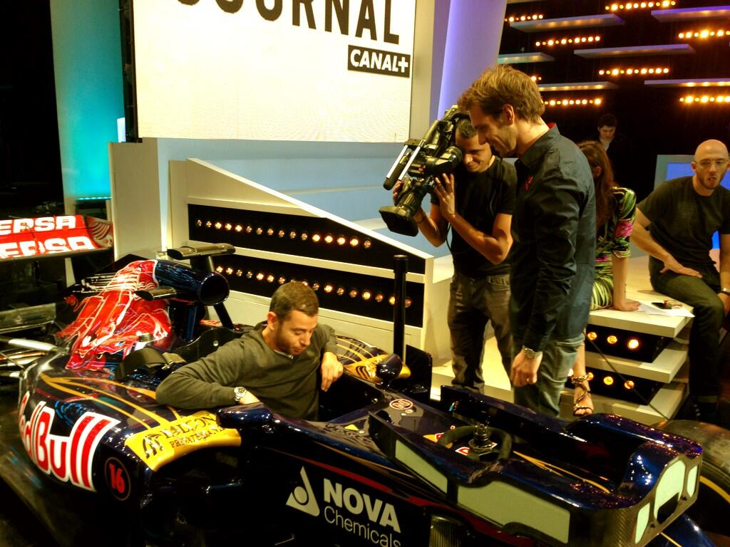 twitpic ali badou teste la formule 1 sur le plateau du grand journal de canal ce soir. Black Bedroom Furniture Sets. Home Design Ideas