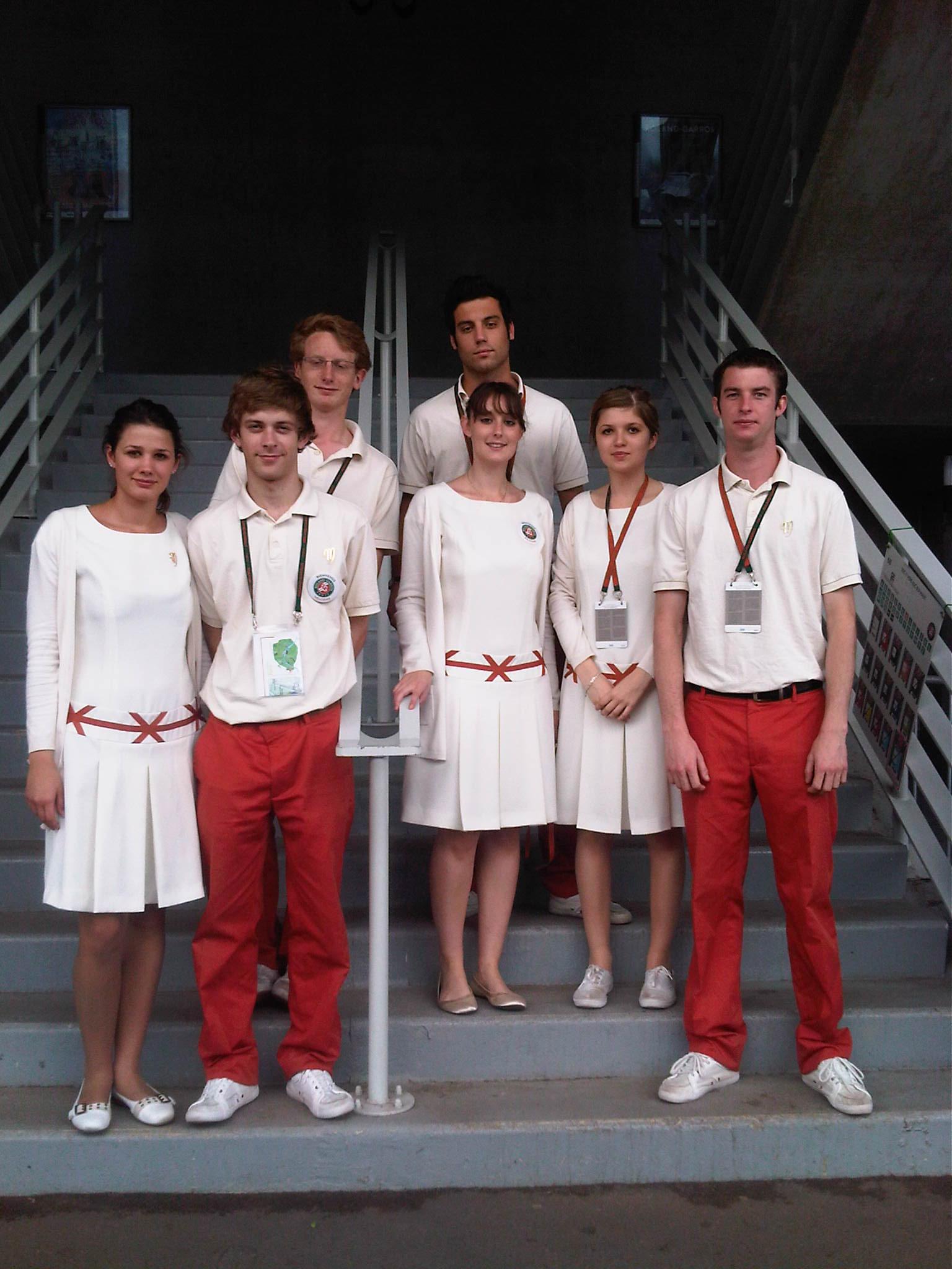 Roland Garros 2013 900 H 244 Tesses Et H 244 Tes De L Agence Mahola Assurent L Accueil Des Visiteurs