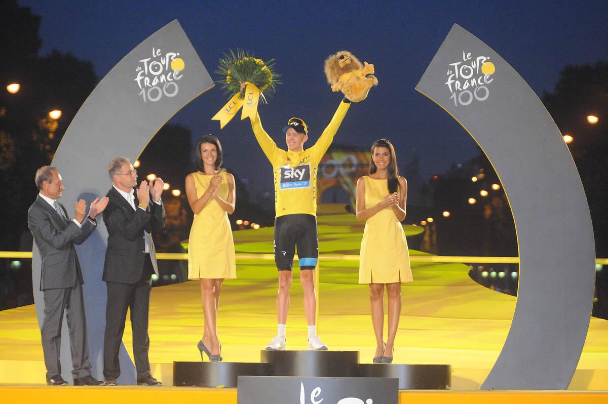 hôtesses podium Tour de France 2013 champs Elysées LCL maillot jaune champs Elysées