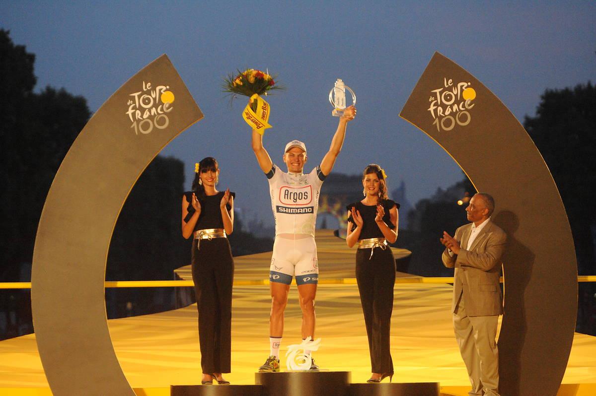 hôtesses podium Tour de France 2013 champs Elysées powerbar