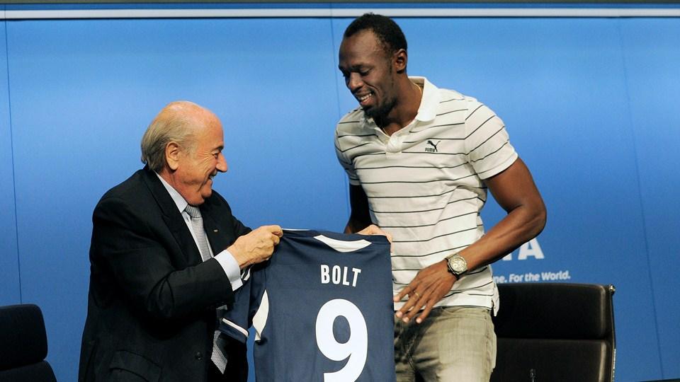 Bolt numéro 9 maillot sepp blatter FIFA