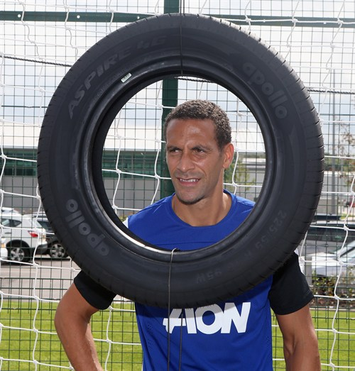 Manchester United Apollo Tyres sponsoring football