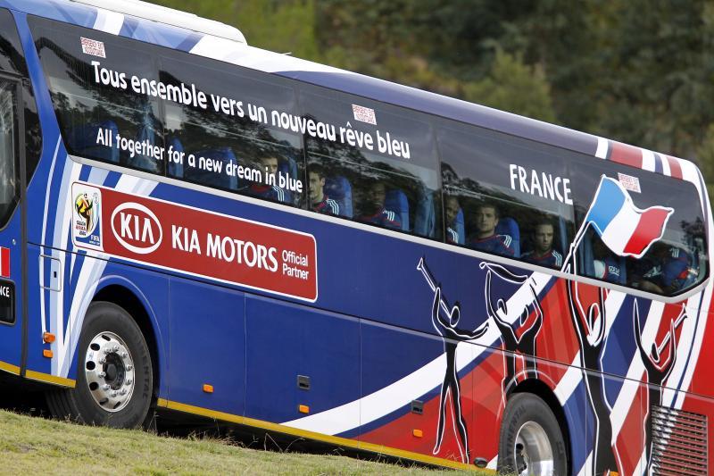 coupe du monde 2014 affichez votre message de soutien sur les 32 bus des quipes avec hyundai. Black Bedroom Furniture Sets. Home Design Ideas